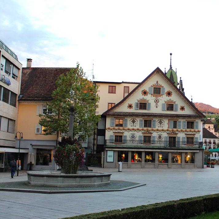 sehenswuerdigkeiten-dornbirn-reisetipps-vorarlberg-reisetipps-oesterreich-marktplatz-brunnen