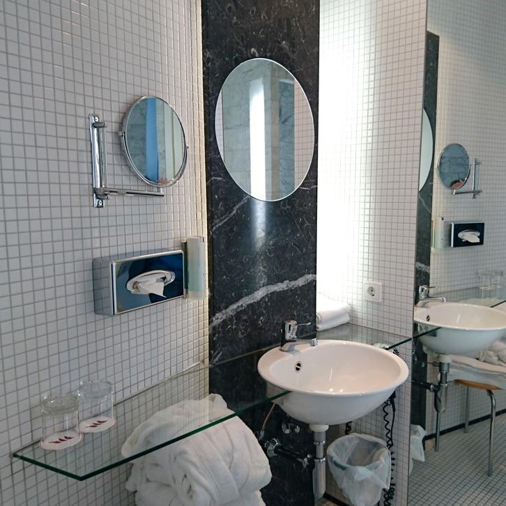 hotel-vienna-house-martinspark-dornbirn-hoteltipp-vorarlberg-oesterreich-zimmer-badezimmer